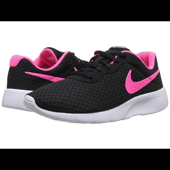 new style d8940 061d7 Like NEW! Nike Tanjun Blk Girls  Sneakers Size 4Y.  M 5ba455bd1b16dbe7028acdc7